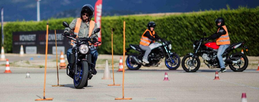 Comment se déroule l'apprentissage de la conduite à moto ?